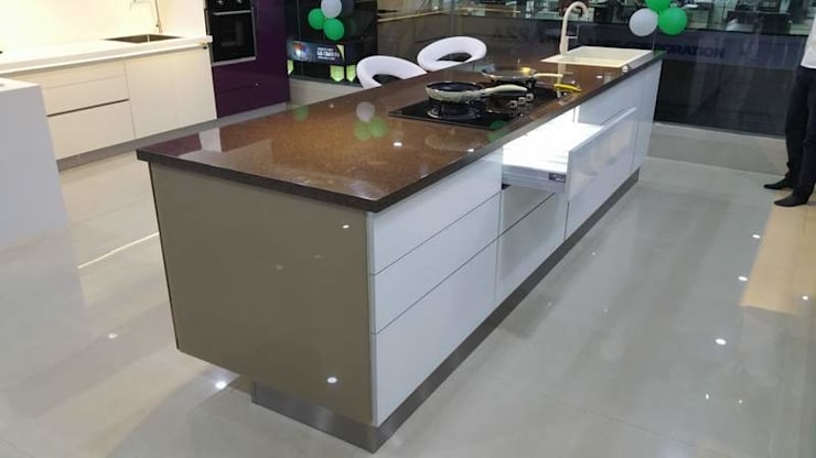 FULLY AUTOMATION HIGH END I-LAND KITCHEN DESIGN DONE BY AURRA: asian Kitchen by ASADA DECOR PVT.LTD