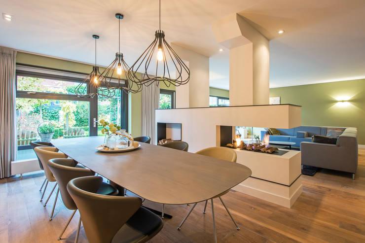 modern  oleh HomeAccent Interieurbureau, Modern Kayu Wood effect