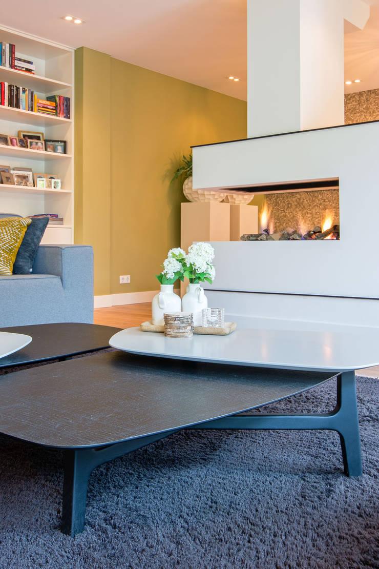 de estilo  por HomeAccent Interieurbureau, Moderno Madera Acabado en madera