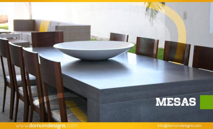 MESAS: Paisajismo de interiores de estilo  por Domum