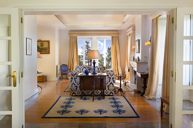Living Room: Salas de estar  por Pedro Brás - Fotógrafo de Interiores e Arquitectura | Hotelaria | Alojamento Local | Imobiliárias ,Clássico