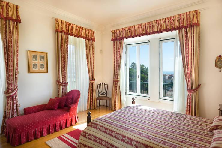 Master Suite: Quartos  por Pedro Brás - Fotógrafo de Interiores e Arquitectura | Hotelaria | Alojamento Local | Imobiliárias ,Clássico
