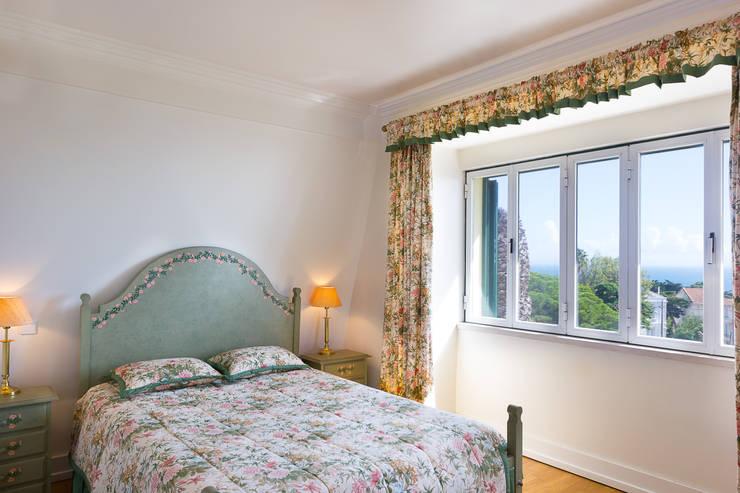 غرفة نوم تنفيذ Pedro Brás - Fotografia de Interiores e Arquitectura | Hotelaria | Imobiliárias | Comercial