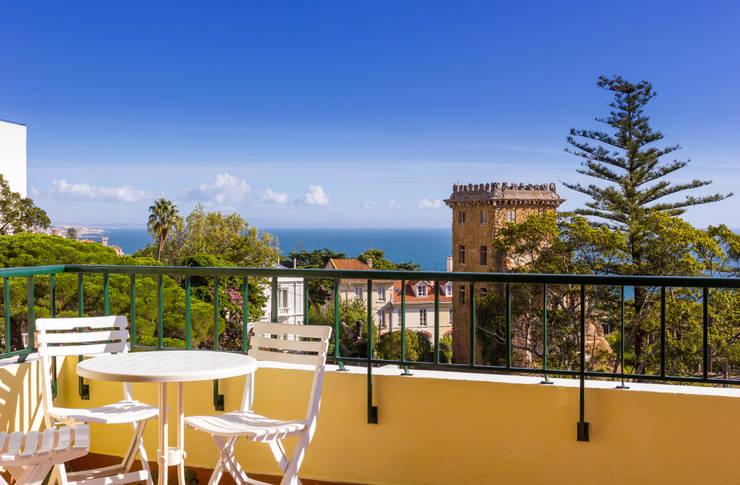 Balcony in 1st Floor: Terraços  por Pedro Brás - Fotografia de Interiores e Arquitectura | Hotelaria | Imobiliárias | Comercial