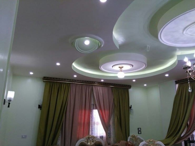تشطيب شقة بالتجمع الخامس بالقاهرة الجديدة  مع شركة كاسل:  غرفة الميديا تنفيذ كاسل للإستشارات الهندسية وأعمال الديكور في القاهرة, كلاسيكي