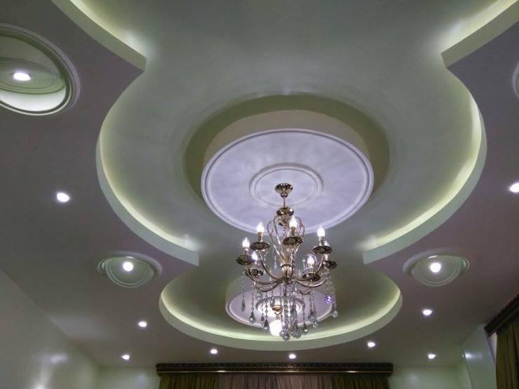 تشطيب شقة بالتجمع الخامس بالقاهرة الجديدة  مع شركة كاسل:  غرفة نوم تنفيذ كاسل للإستشارات الهندسية وأعمال الديكور في القاهرة, كلاسيكي