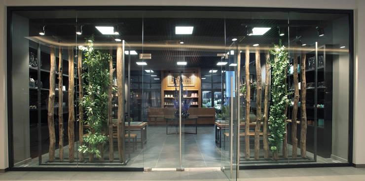 Oficinas y tiendas de estilo ecléctico de Дизайн бюро Татьяны Алениной Ecléctico