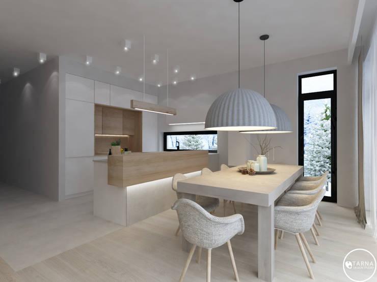 Apartament w Dzielnicy Willowej: styl , w kategorii Jadalnia zaprojektowany przez Tarna Design Studio