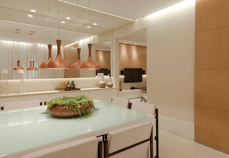 SALA DE JANTAR: Salas de jantar modernas por Matheus Menezes Arquiteto