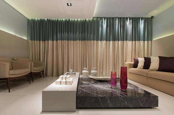 Salas de estar  por Matheus Menezes Arquiteto