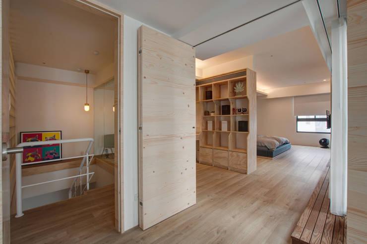 Childlike - House M:  書房/辦公室 by 六相設計 Phase6