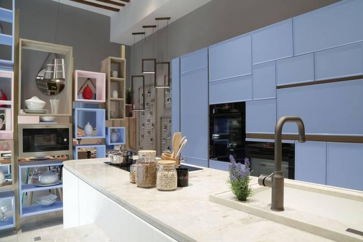 Cocinas de estilo  por Línea 3 Cocinas Madrid