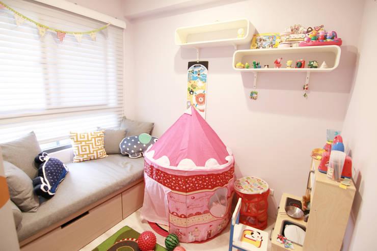 台中太平-馮公館:  嬰兒房/兒童房 by 拓雅室內裝修有限公司