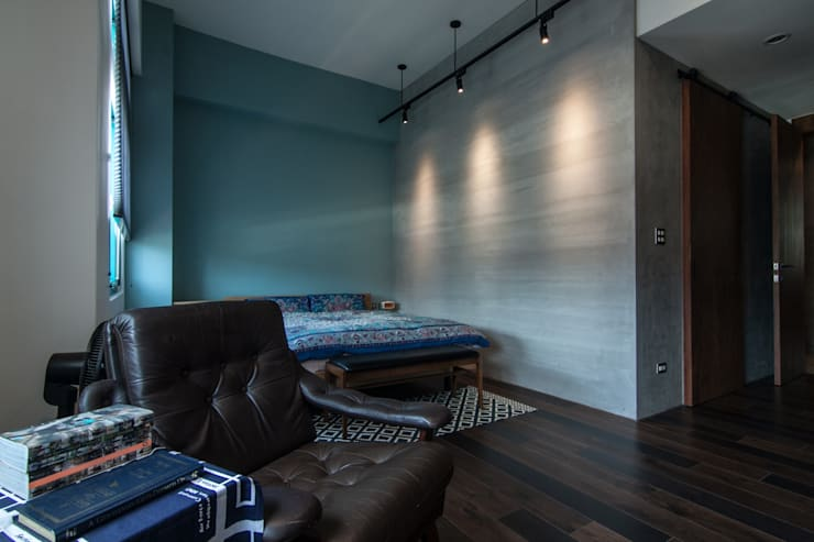 Phòng ngủ by 珞石設計 LoqStudio
