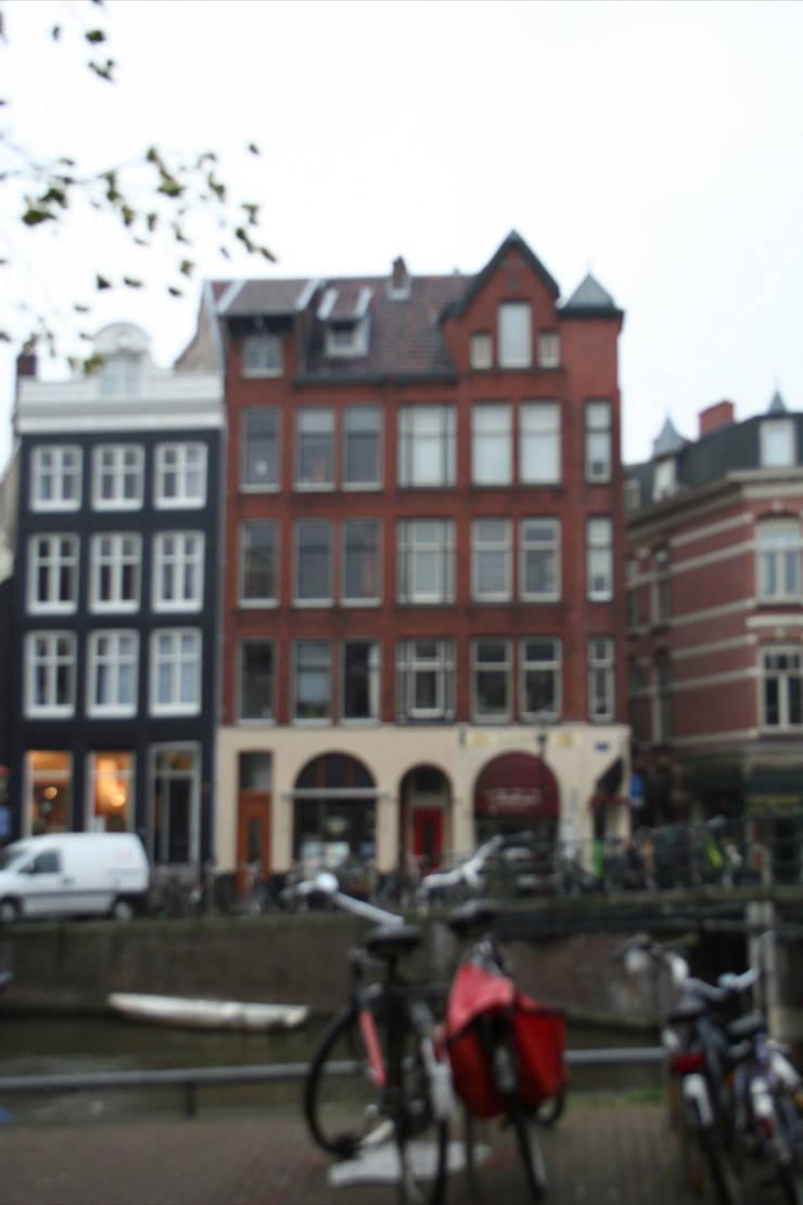 Verbouwing geheel pand Singel te Amsterdam:   door LINDESIGN Amsterdam Ontwerp Design Interieur Industrieel Meubels Kunst