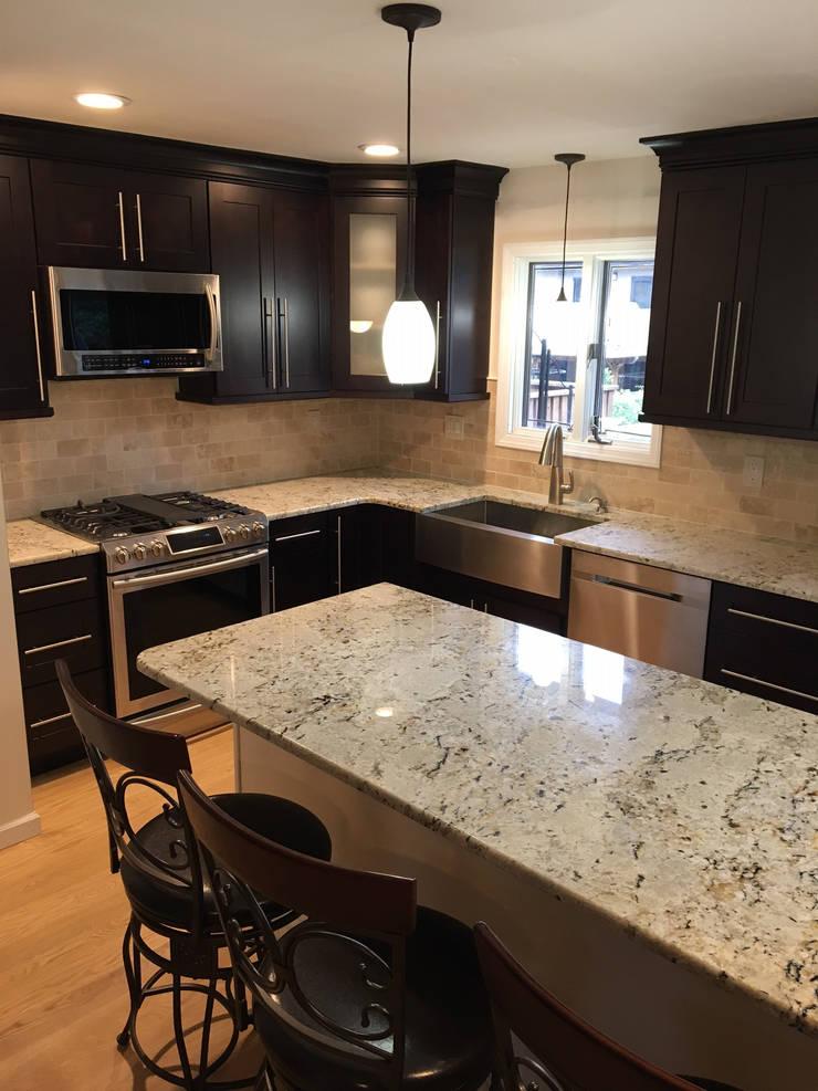 Brooklyn Center Island Kitchen Total Redux: classic Kitchen by Kitchen Krafter Design/Remodel Showroom