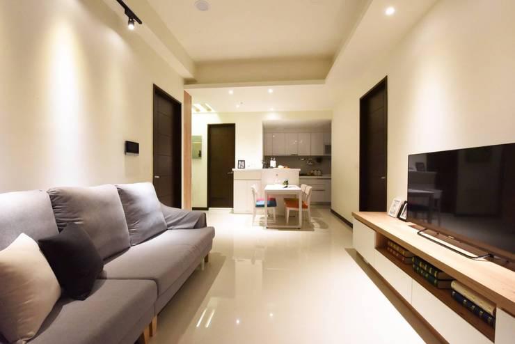 家的品味:  室內景觀 by 皇室空間室內設計