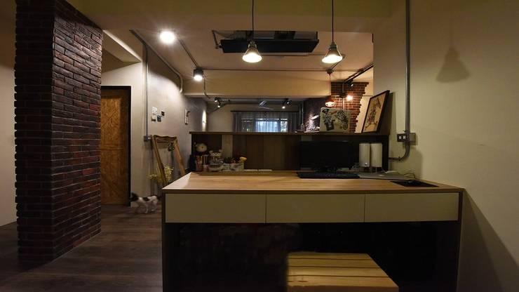 老屋新生:  室內景觀 by 皇室空間室內設計