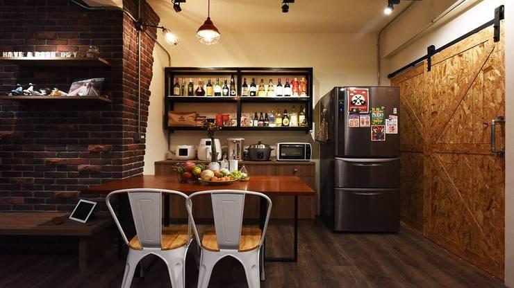 老屋新生:  廚房 by 皇室空間室內設計