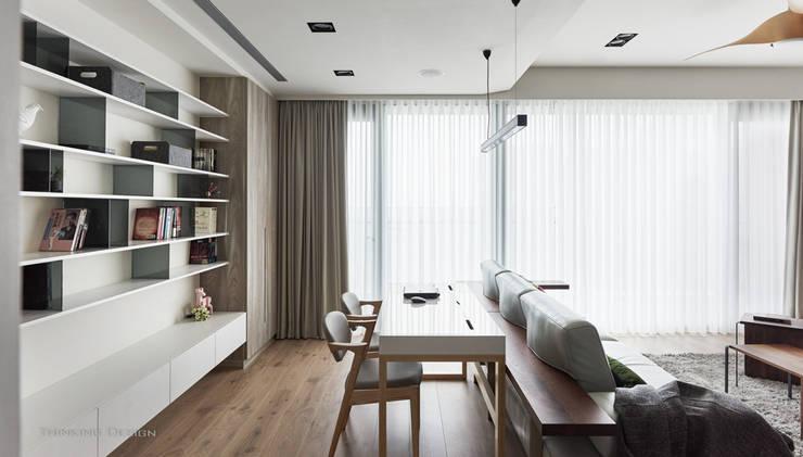 竹北昂:  書房/辦公室 by 思維空間設計