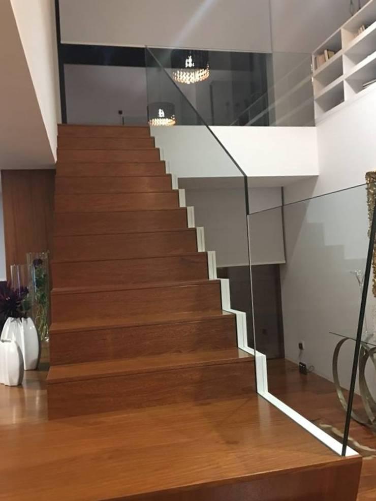 Casa HC:   por Topoconde, atelier de arquitectura engenharia topografia e construção, Lda