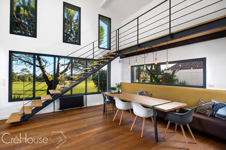 Rénovation/extension d'une villa à Anglet: Salle à manger de style  par Agence CréHouse