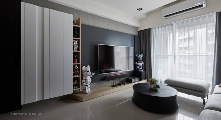 權美:  客廳 by 思維空間設計