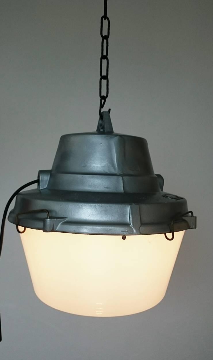 industrial furniture,light: industrial Kitchen by INDUSTRIALHUNTERS