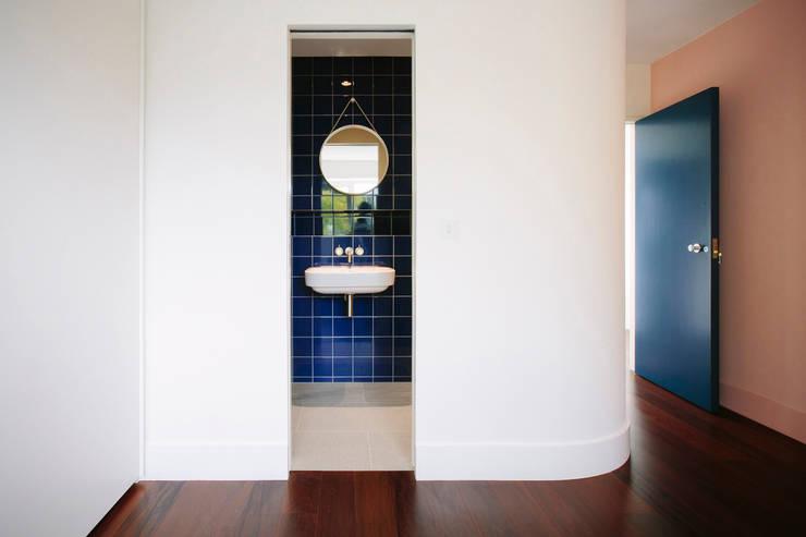 Bedroom looking into ensuite:  Bathroom by Gundry & Ducker Architecture