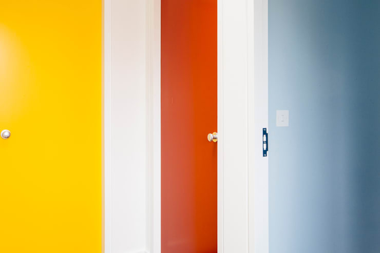 Hallway doors :  Corridor & hallway by Gundry & Ducker Architecture