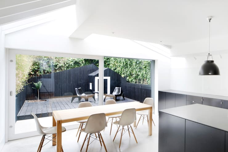 Dining Area : modern Kitchen by Gundry & Ducker Architecture