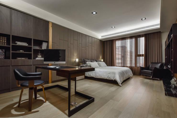 住宅 │ 高雄 德勒斯登 Dresden Lin Residence:  臥室 by 匯羽設計 / Hui-yu Interior design