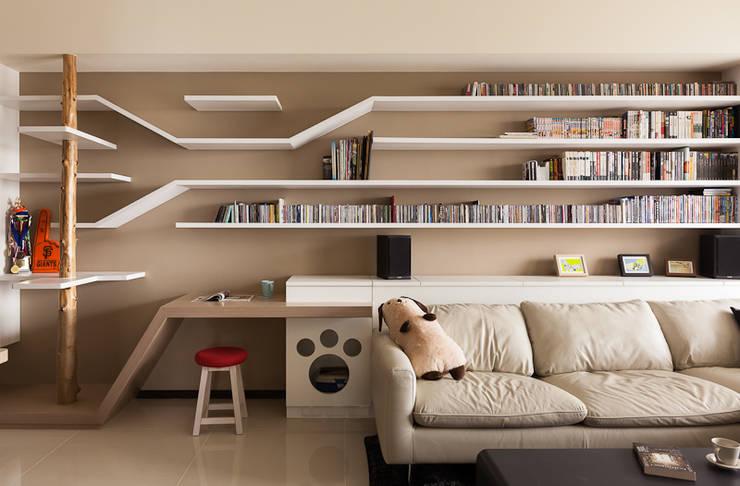 Living room by 思維空間設計
