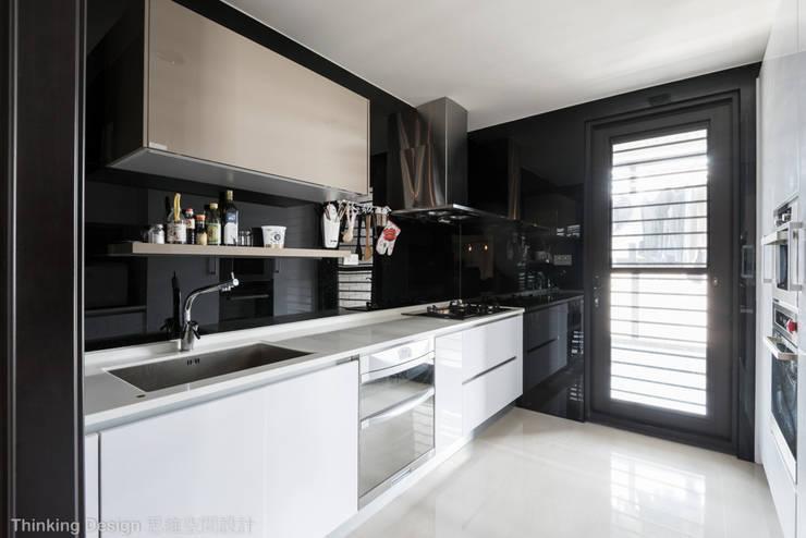佳茂上苑:  廚房 by 思維空間設計