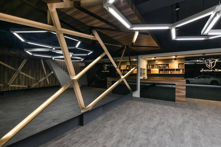 商空 / JY 眾悅精緻汽車美容:  汽車交易商 by 匯羽設計 / Hui-yu Interior design