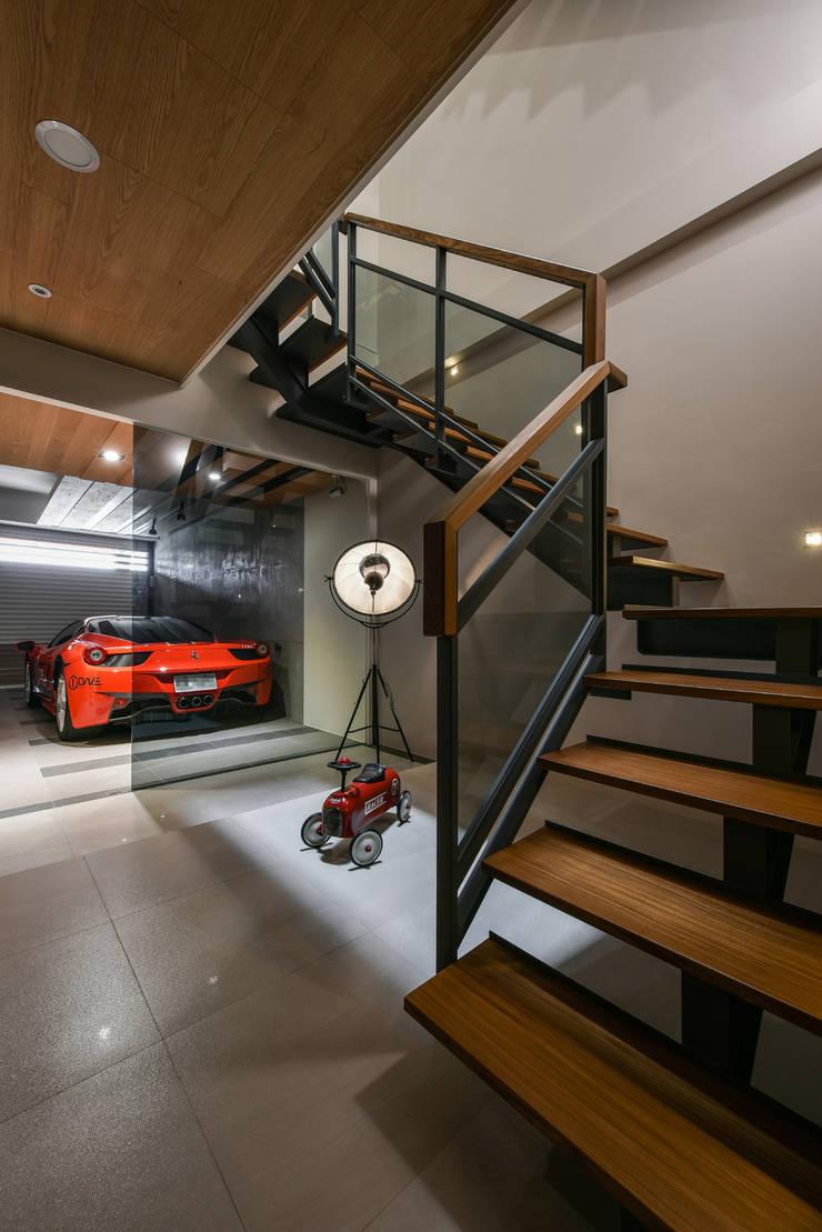 住宅   透天老屋 T House:  走廊 & 玄關 by 匯羽設計 / Hui-yu Interior design