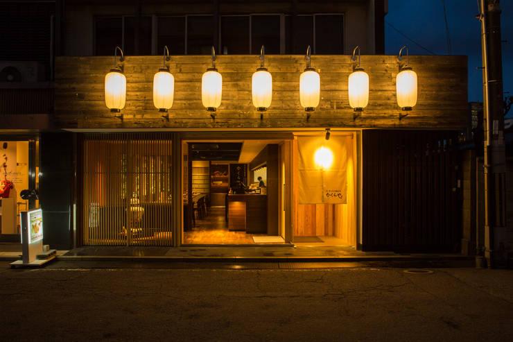 Casas de estilo  por 橋本デザイン事務所