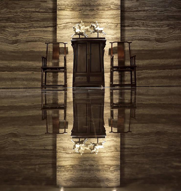 【內外無界 | Boundless Ubiquitously】:  玄關、走廊與階梯 by 天坊室內計劃有限公司 TIEN FUN INTERIOR PLANNING CO., LTD.