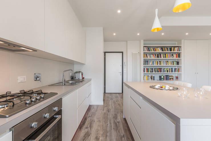 Cocinas de estilo minimalista por Facile Ristrutturare