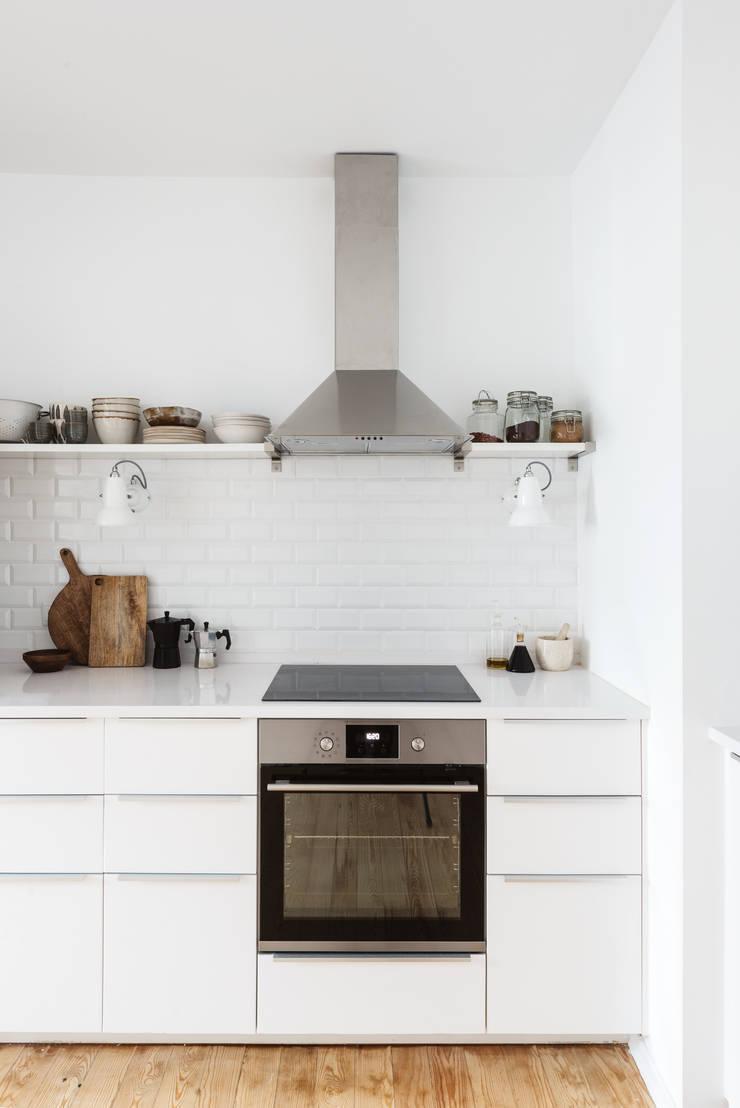 S. BENTO: Cozinhas  por Arkstudio