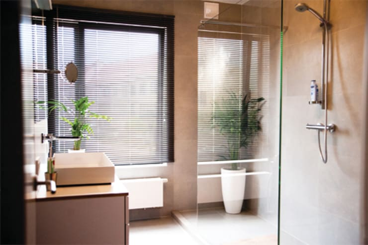 Zo kies je de perfecte raambekleding voor jouw badkamer met