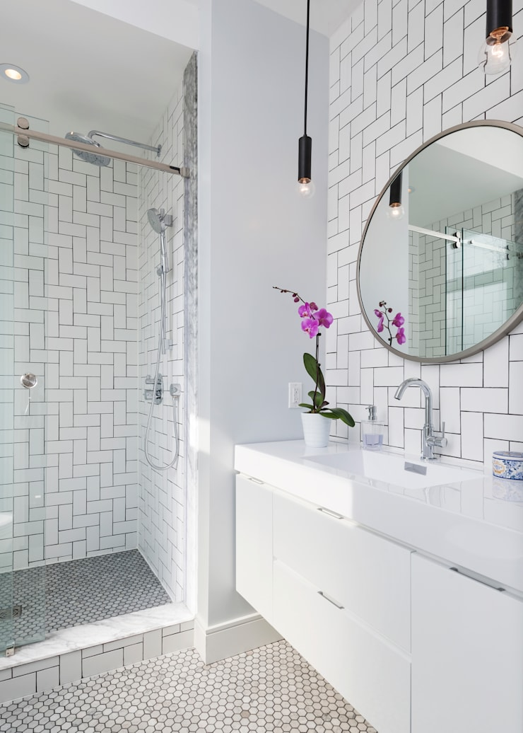 Ensuite Bathroom with Walk In Shower:  Bathroom by STUDIO Z