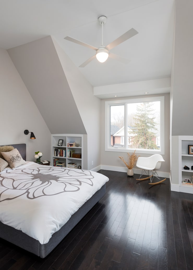 Master Bedroom with Cathedral Ceiling:  Bedroom by STUDIO Z