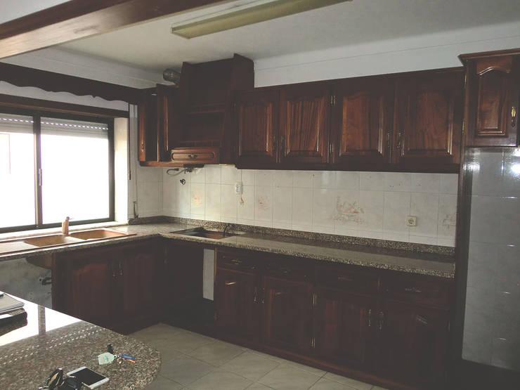 Cozinha - Antes:   por HC Construções