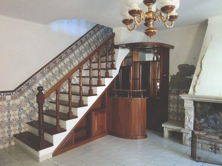 Vão de escadas - Antes:   por HC Construções