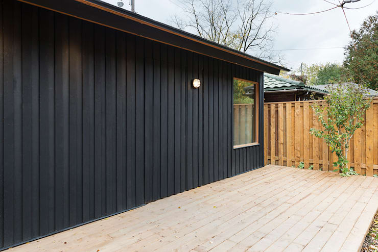Family Garage and Sauna:  Garage/shed by STUDIO Z