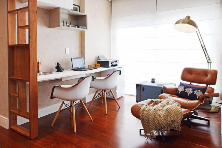Estudios y despachos de estilo  por Serra Vaz Arquitetura e Design de Interiores
