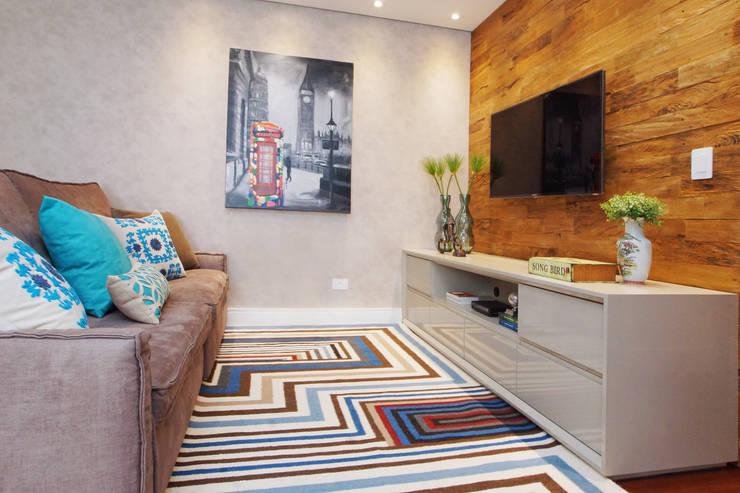 Salones de estilo  por Serra Vaz Arquitetura e Design de Interiores