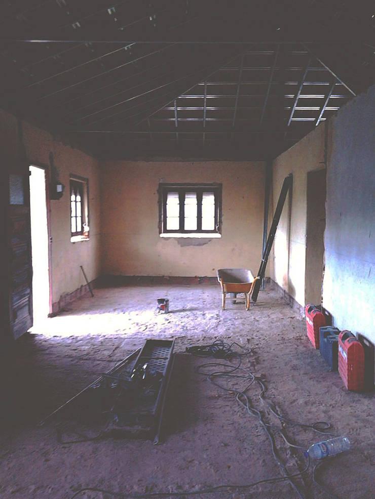 Sala - Antes:   por HC Construções