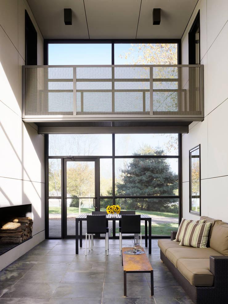 Dangle Byrd House, Koko Architecture + Design:  Corridor & hallway by Koko Architecture + Design